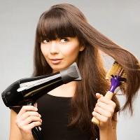 выпрямить волосы феном и расческой